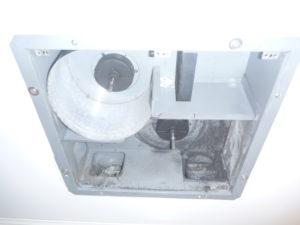 東京都大田区東馬込 浴室乾燥機能付き換気扇クリーニング前