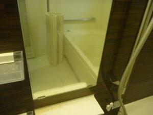 東京都目黒区浴室鏡清掃前