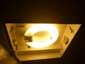 東京都大田区洗面所照明器具クリーニング後