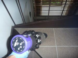 東京都大田区-定期清掃ハウスクリーニング、マンション共用部清掃作業中